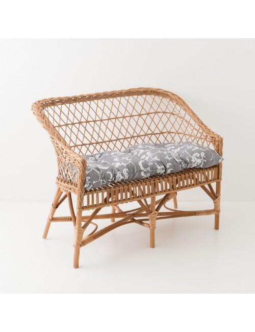 Canapé en osier Antonin avec coussin fond gris feuillage blanc