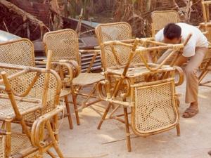 Vérification de la qualité des sièges en rotin