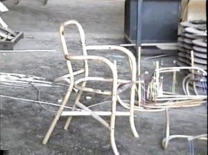 La carcasse du fauteuil en rotin est prête !